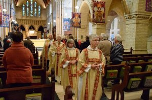 Bild: https://www.newcastleanglican.org.au/diocesan-celebration-of-the-30th-anniversary-of-the-ordination-of-women/